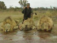 Todella urhea metsästäjä saaliineen