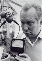 L. Ron Hubbard mittaa tomaatin kipukynnystä