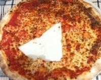 """""""Otan yhden palasen pizzastasi."""""""