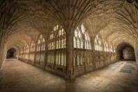 Gloucesterin katedraalin käytävä