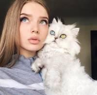 """""""Kissa vieköön kyllä sull on silmät"""""""