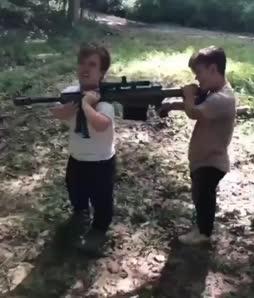 Turppi testaa asetta