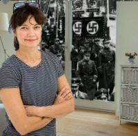 Kirsi Piha ja natsikulkue